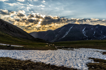 Wall Mural - Sunrise in the Colorado Rocky Mountains.  Sun rising over Mt. Elbert, Sawatch Range