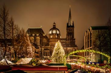 Aachener Dom zur Weihnachtszeit