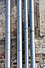 Rohre an einer Wand