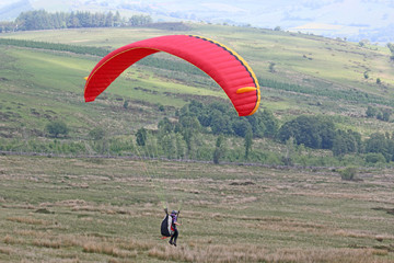Fototapete - Paraglider in the Brecon Beacons. Wales