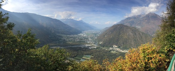 Città montana vista dall'alto