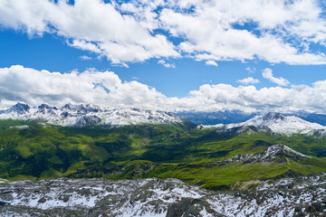 Schnee auf Gipfel im Alpen Gebirge