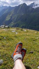 Pause beim Bergwandern über dem Dorfertal im Nationalpark Hohe Tauern