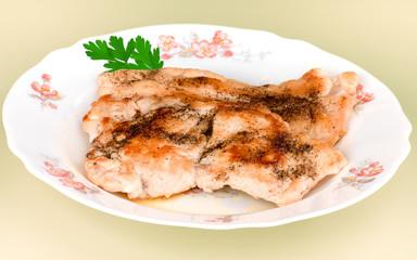 escalopes grillées présentées sur assiette