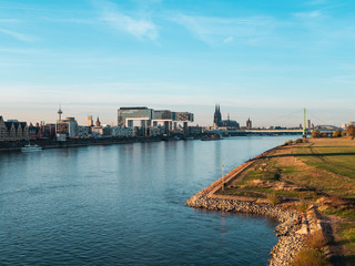 Fotomurales - Autumn in Cologne: Cityscape of Cologne, Germany with Cathedral and other landmarks