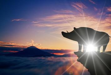 猪のシルエットと富士景色