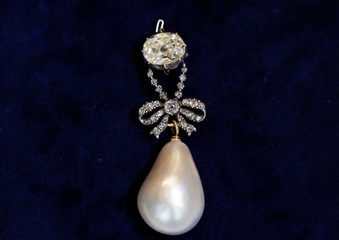 Natural pearl and diamond pendant once owned by Marie Antoinette is held in Geneva