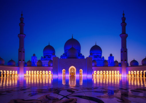 Sheikh Zayed Grand Mosque in Abu-Dhabi illuminated in the dusk