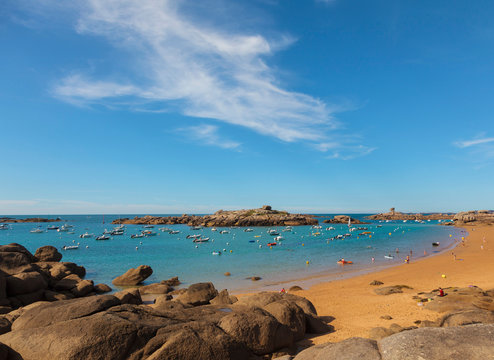 France, Brittany, Cote de Granit Rose (Pink Granite Coast), Cotes d'Armor, Tregastel, bay with boats
