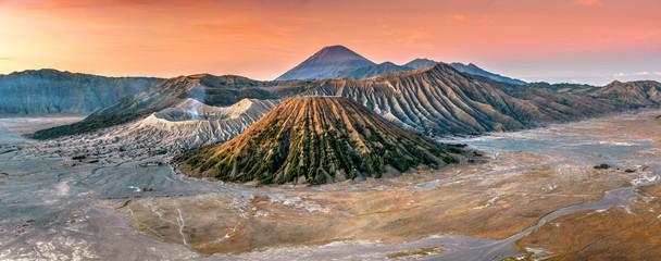 Photo sur Aluminium Coucher View of Mountains Bromo, Semeru and Batok at sunrise