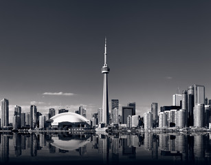 Photo sur Toile Toronto Toronto skyline with cn tower in black and white