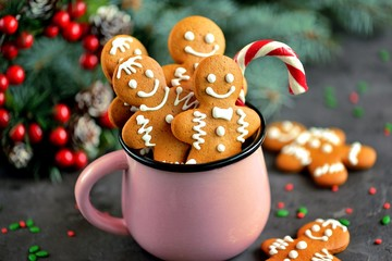 Poster Koekjes Christmas gingerbread cookie man in a mug decorated with icing