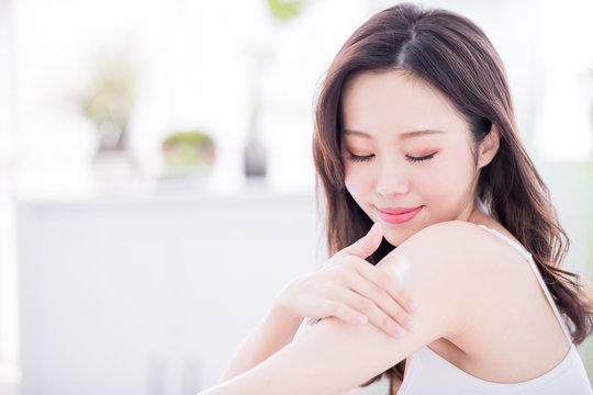 skin care woman applying lotion