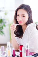 Beauty woman use lipstick