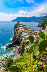 Fototapete - Vernazza - Village of Cinque Terre National Park at Coast of Italy. Beautiful colors at sunset. Province of La Spezia, Liguria, in the north of Italy - Travel destination and attractions in Europe.