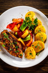 Grilled chicken fillet and vegetables