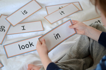 Learning to read with flash cards
