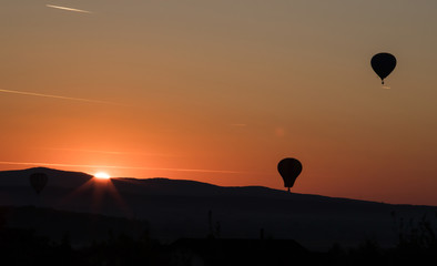 Foto op Aluminium Luchtsport Balloon in the sunset