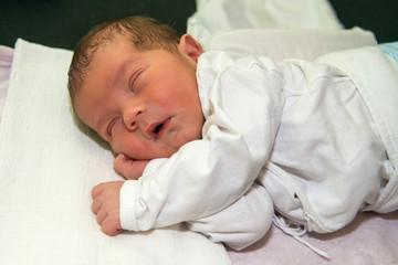 The newborn old 3 days is sleeping