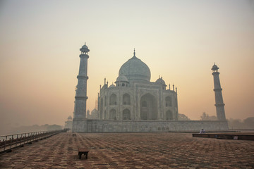 Agra, India. White marble Taj Mahal complex with minarets and walls through the haze and smog Fototapete