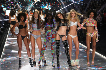 Models appear together on he runway at the conclusion of the 2018 Victoria's Secret Fashion Show in New York