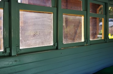 汚れたガラス窓
