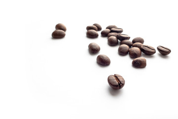 Photo sur Toile Café en grains Roasted coffee beans on white background.