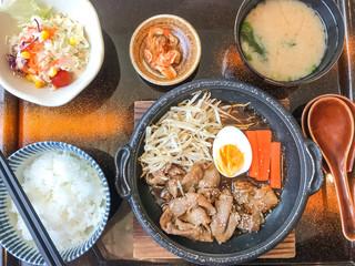 Japanese grill beef with egg and vegetable, Yakiniku Don, Gyuu Don, Japanese food