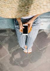 Crop traveler with smartphone