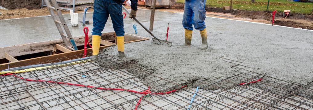 Betonieren von einem Fundament bzw. Decke für einen Neubau