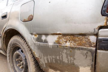 Rust and dirt on the car. Corrosion.