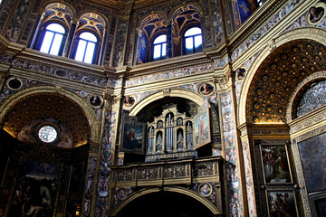 interno affrescato del tempio civico di Santa caterina a Lodi