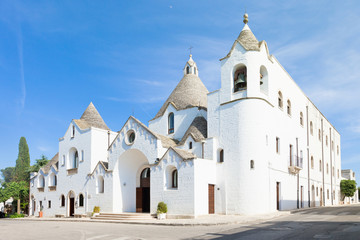 Alberobello, Apulia - Visiting the famous traditional church of Alberobello