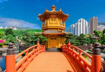 The Golden pavilion and gold bridge in Nan Lian Garden near Chi Lin Nunnery, famous landmark in Hong Kong Fototapete