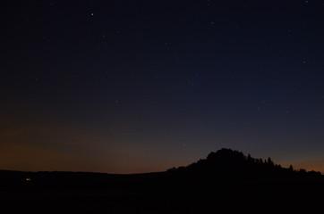 Nachthimmel über Berg