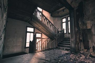 escalier abandonné
