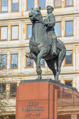 Obraz pomnik Józefa Piłsudskiego - fototapety do salonu