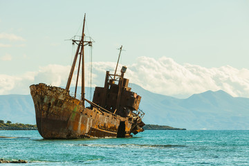 Papiers peints Naufrage The famous shipwreck near Gythio Greece