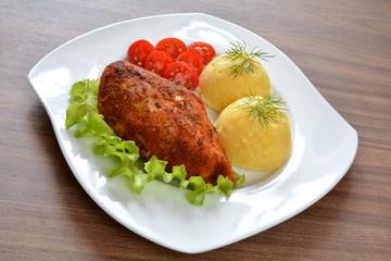 pieczony filet drobiowy z ziemniakami i pomidorem