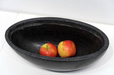 Pommes dans un plat ovale