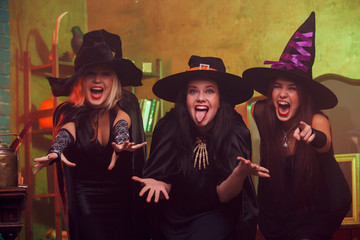 Picture of screaming three witches in black hats with arms outstretched