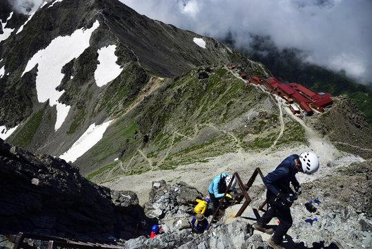 Yarigatake climbing, Mountaineers just before the Yarigatake summit