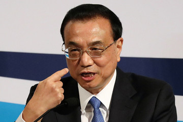 Chinese Premier Li Keqiang gestures at the 44th Singapore Lecture in Singapore