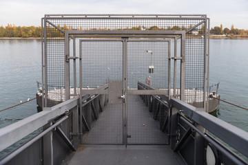 verschlossener Bootsanleger