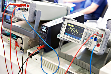 Universal voltmeter