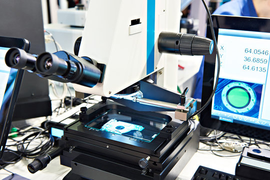 Electronic measuring microscope
