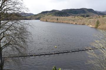 Водохранилище на реке Таммел неподалеку от города Питлохри в Шотландии
