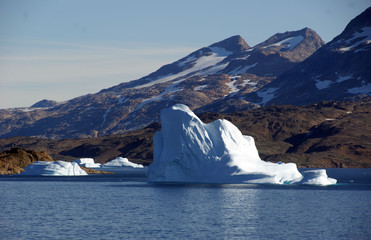 Eisberge am Ufer gestrandet.