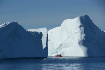 Eisberg mit Kutter