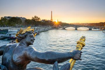 Wall Mural - Pont Alexandre III in Paris mit Eiffelturm